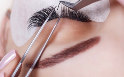 20% off your first full set of classic eyelash extensions